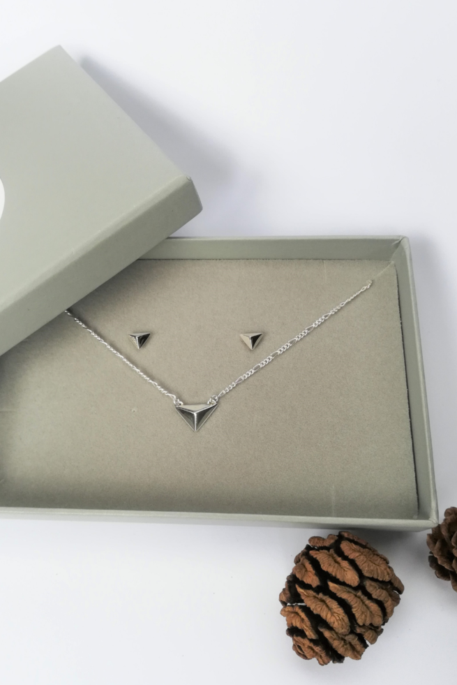 sterling-silver-facet-gift-set-necklace-and-earrings