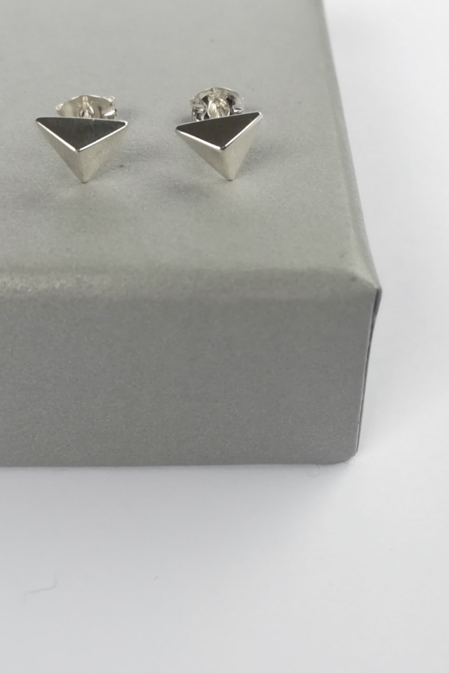 facet-triangle-stud-earrings-part-of-gift-set