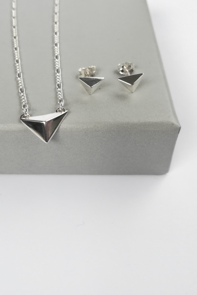 facet-triangle-gift-set-necklace-and-earrings